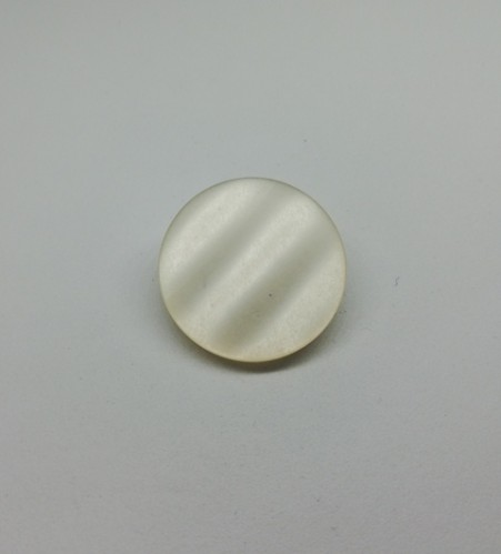 0400 Пуговица на ножке №28 18мм цв.белый(в упак.1000шт)