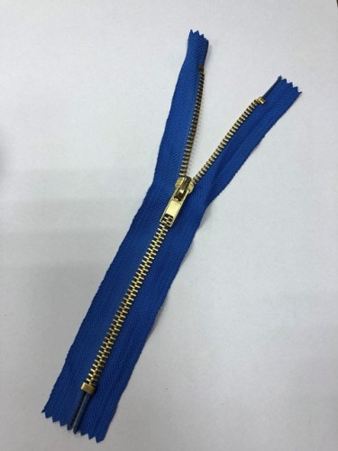 Молния джинсовая Т5 18см неразъемная золото цв.№213 василек(в упак.100шт)