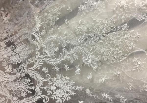 GX1075 Ткань свадебная с паетками на сетке шир.135см цв.белый(в рул.14,5м)