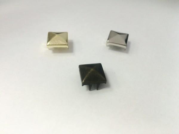 Украшения металлические на шипах квадратные 8мм цв.никель(в упак.5000шт)