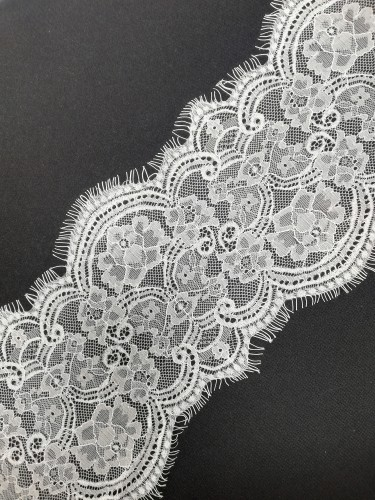 031А Кружево реснички шир.15см цв.белый(в упак.30м)