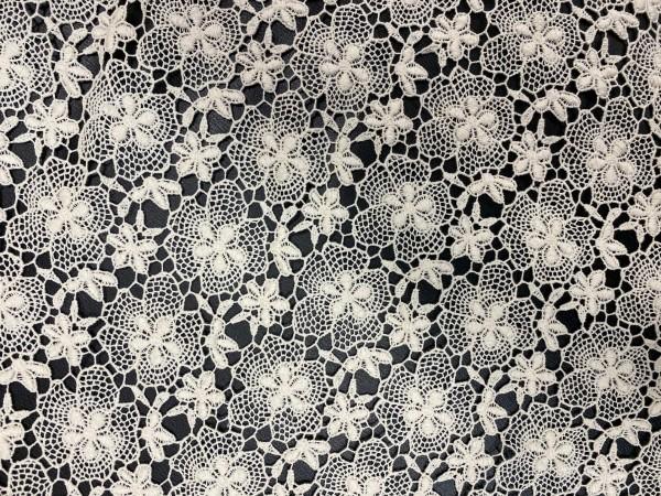 1305 Полотно вязаное хлопок цветочки шир.100см цв.сырой(в рул.33м)
