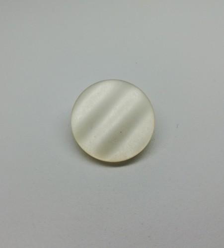 0400 Пуговица на ножке №36 23мм цв.белый(в упак.500шт,в кор.№460)