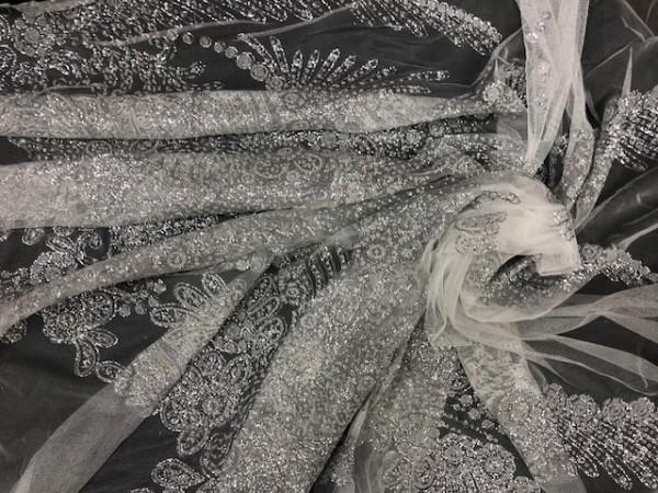 17243 Ткань нарядная на сетке с блестками шир.150см цв.белый(в рул.43м)