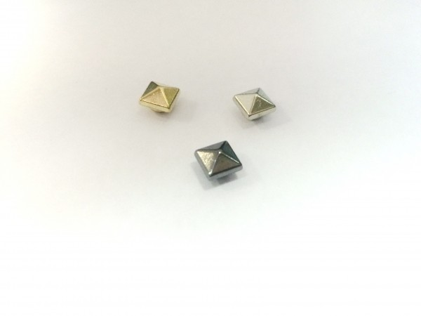 11214RR Шипы металлические на гвоздике 6*6мм цв.золото